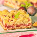 Blechkuchen mit Pflaumen und Butterstreusel